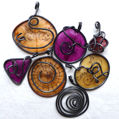 HalloweenyPendants15